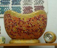 Точечный светильник в хамам, оформленный мозаикой